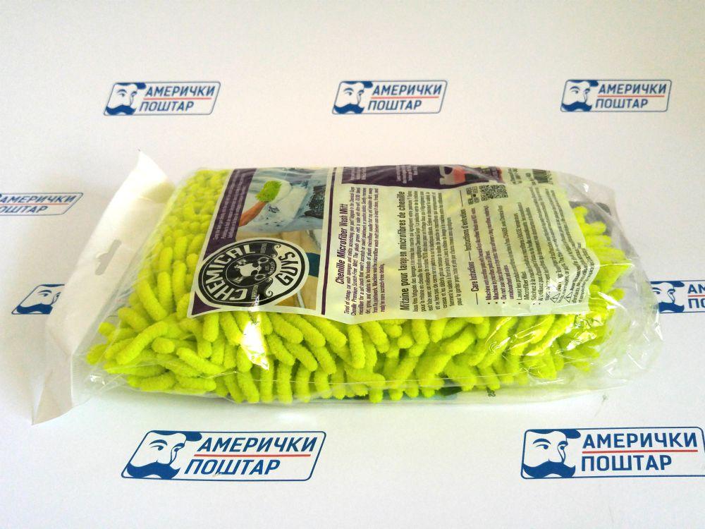 Florescentno zelena krpa za poliranje kola na Američki poštar pozadini